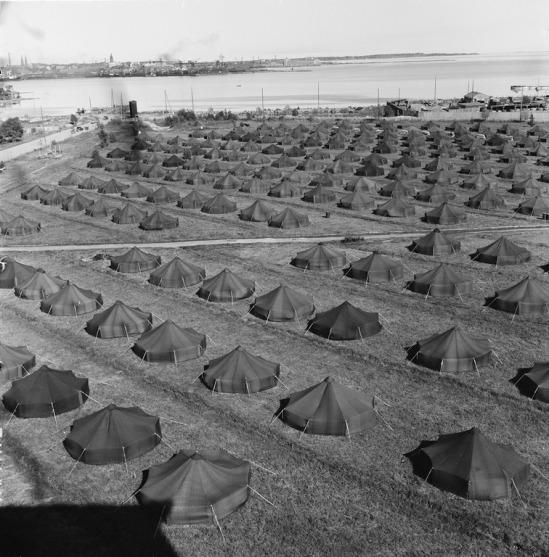 1952 . Helsingin olympialaiset 1952. Lauttasaaren leirintäalue nykyisessä Pajalahden puistossa.